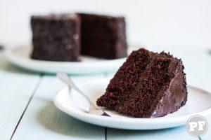 Bolo de Chocolate com Ganache Crocante