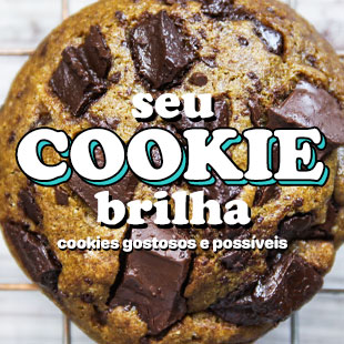 Capa do livro de cookies chamado Seu cookie Brilha, tem um cookie de chocolate ao fundo com os dizeres por cima.